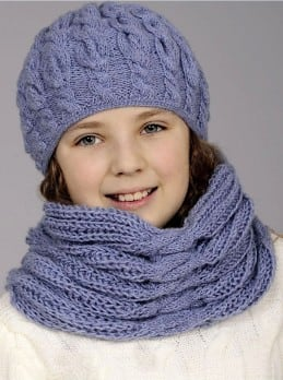 Mütze und Schal mit Zopfmuster