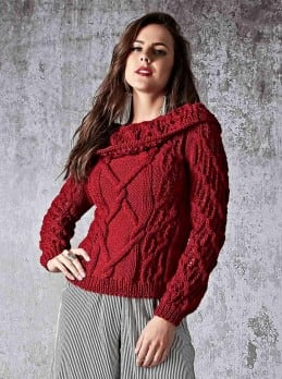 Pullover mit breitem Kragen im Fantasiemuster